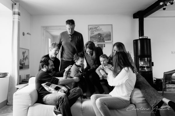 Séance photo famille à domicile portrait 3 générations chambéry savoie