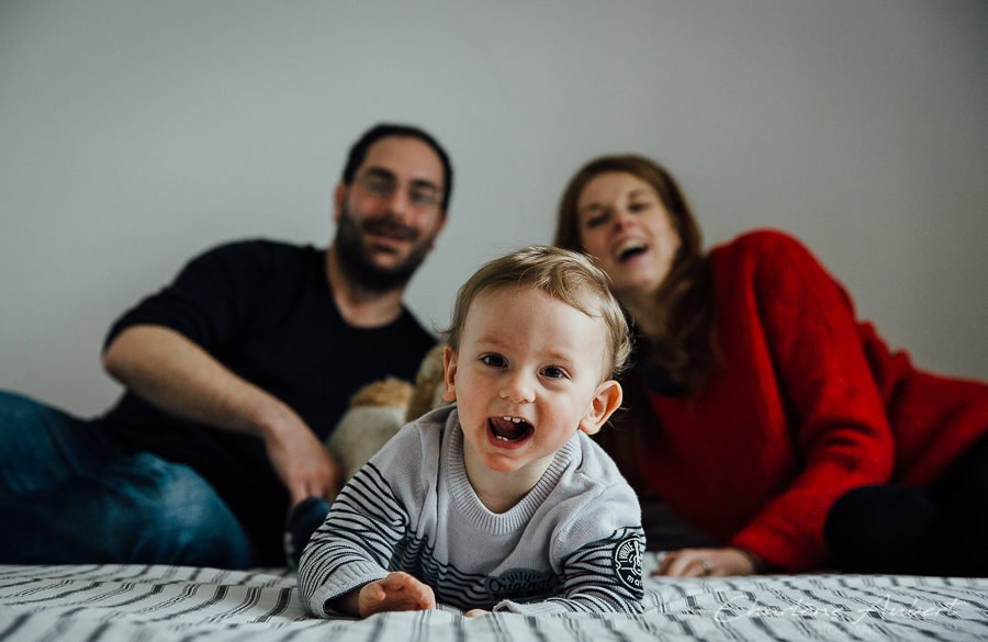Photographe séance photo reportage à domicile famille enfants bébé à la maison Chambéry Aix-les-bains Annecy Savoie Charlène Aubert