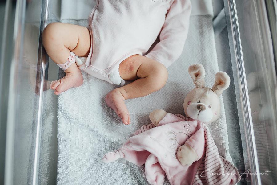 photographe séance photo lifestyle à la maternité nouveau-né bébé Chambery Aix-les-bains savoie Annecy faire-part naissance