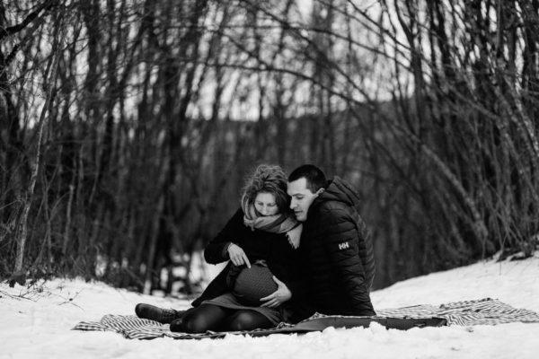 séance photo couple grossesse extérieur hiver neige chambery aix les bains