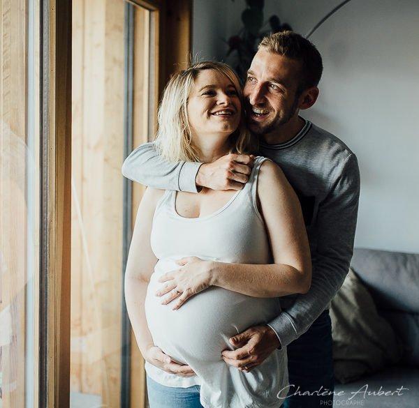 Photographe photos future maman grossesse maternité nouveau-né séance photo lifestyle à domicile chambery savoie aix-les-bains Annecy