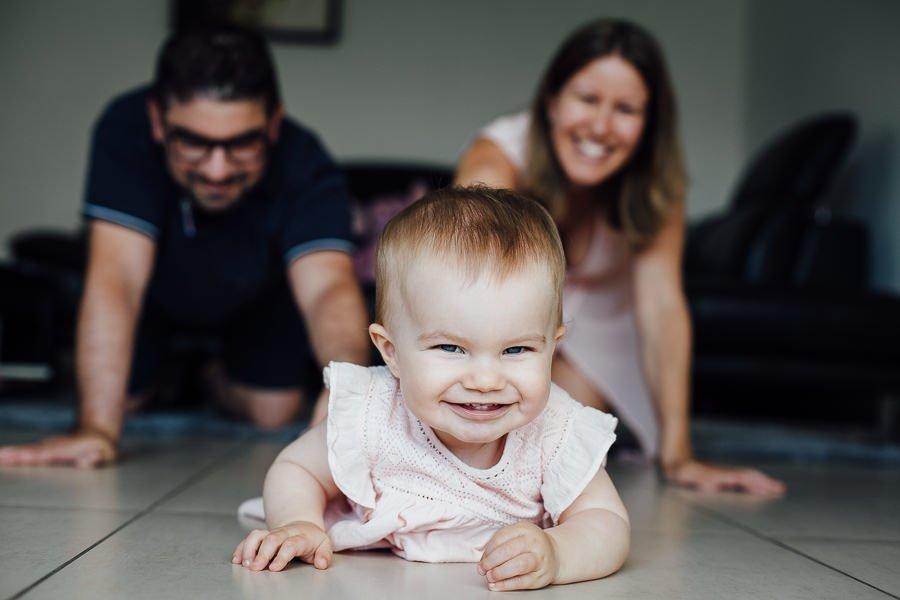 Séance photo bébé 1 an à domicile portrait enafnt famille chambéry savoie