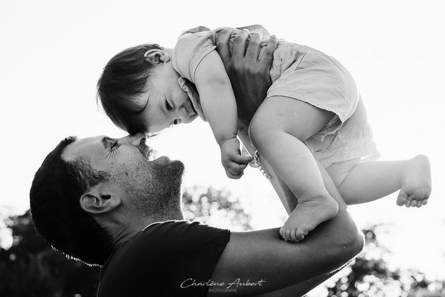 Séance photo famille en extérieur portrait papa bébé chambéry savoie