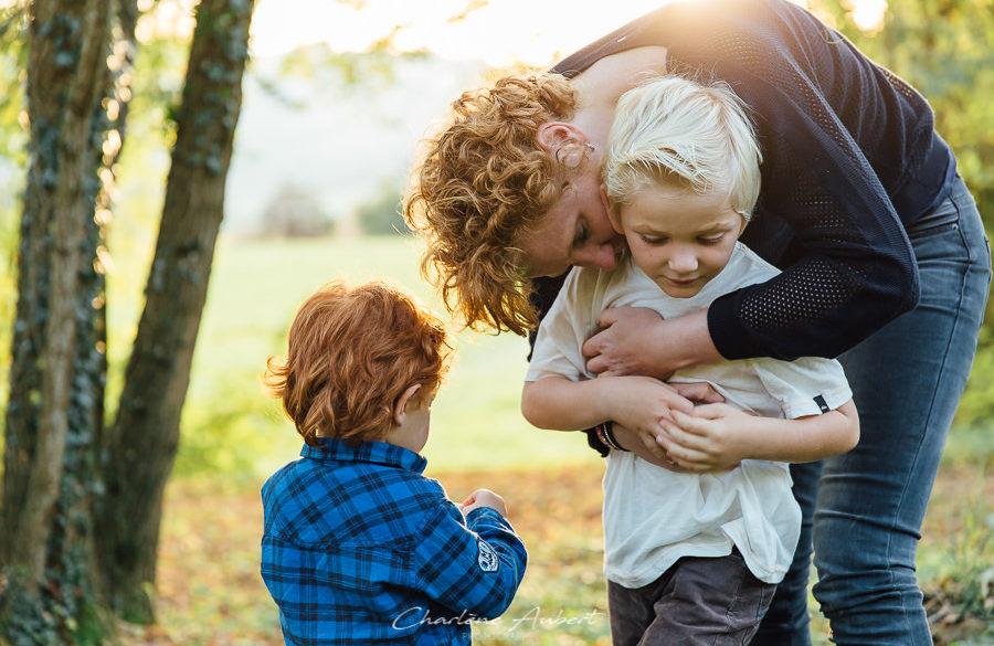 Photographe séance photo lifestyle exterieur famille portrait enfant Chambéry Aix-les-bains Bourgoin Annecy