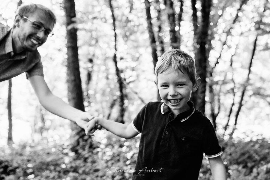 Séance photo famille en extérieur portrait enfant chambéry savoie