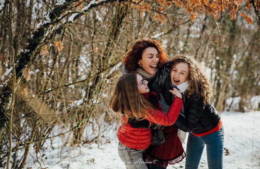 séance photo famille mère filles exterieur hiver neige Chambery Savoie Novalaise