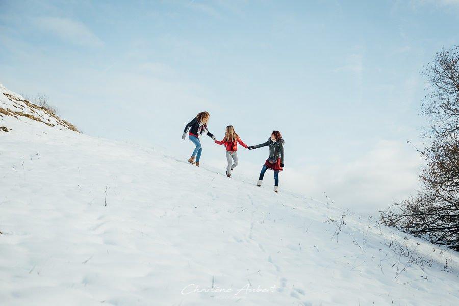 Séance photo famille en extérieur hiver neige chambéry savoie