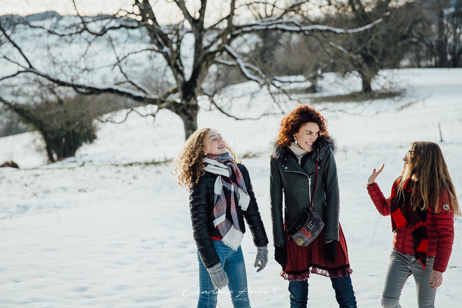 Séance photo famille en extérieur portrait mère fille hiver neige chambéry savoie