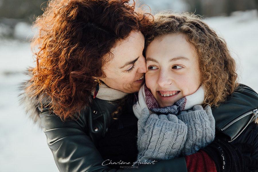 Séance photo famille en extérieur portrait mère fille chambéry savoie