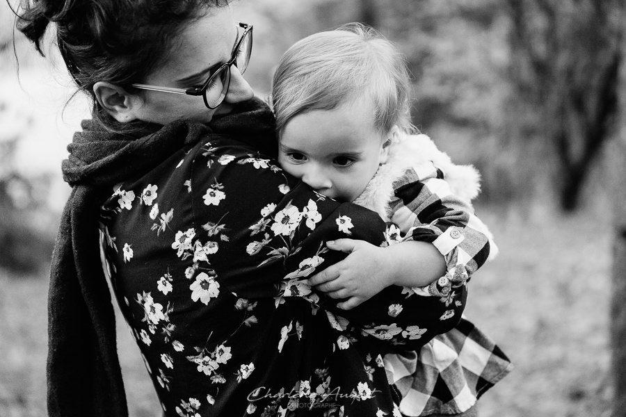 Séance photo famille en extérieur portrait maman enfant chambéry savoie