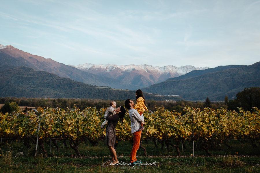 photographe famille lifestyle exterieur portrait famille savoie vignes