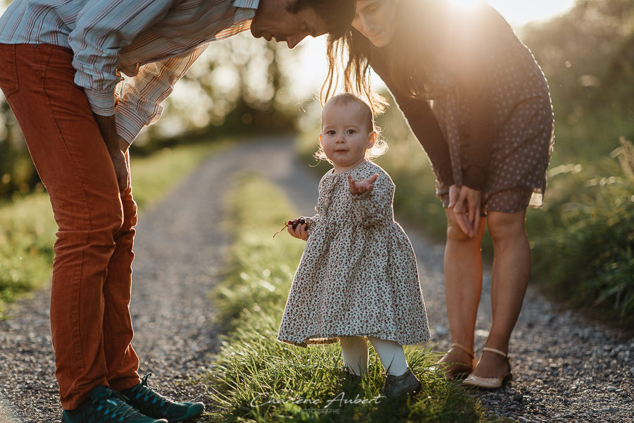 photographe famille lifestyle exterieur coucher soleil savoie vignes