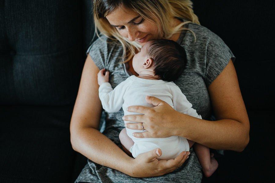 photographe nouveau-né bébé famille lifestyle à domicile savoie chambéry Suisse Charlène Aubert