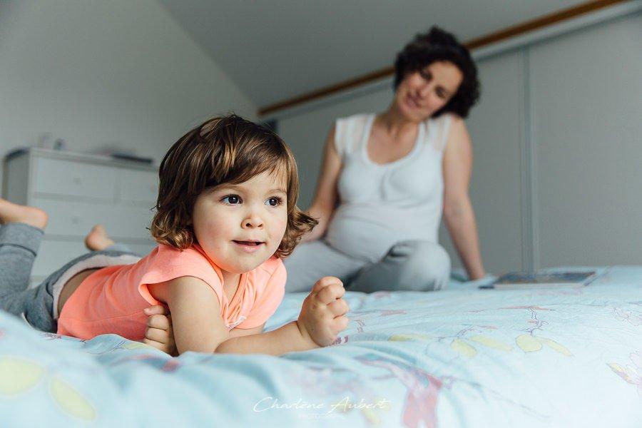 Séance photo famille grossesse future maman à domicile portrait enfant chambéry savoie