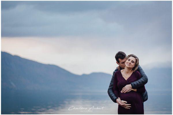 séance photo grossesse en couple au lac du Bourget en automne