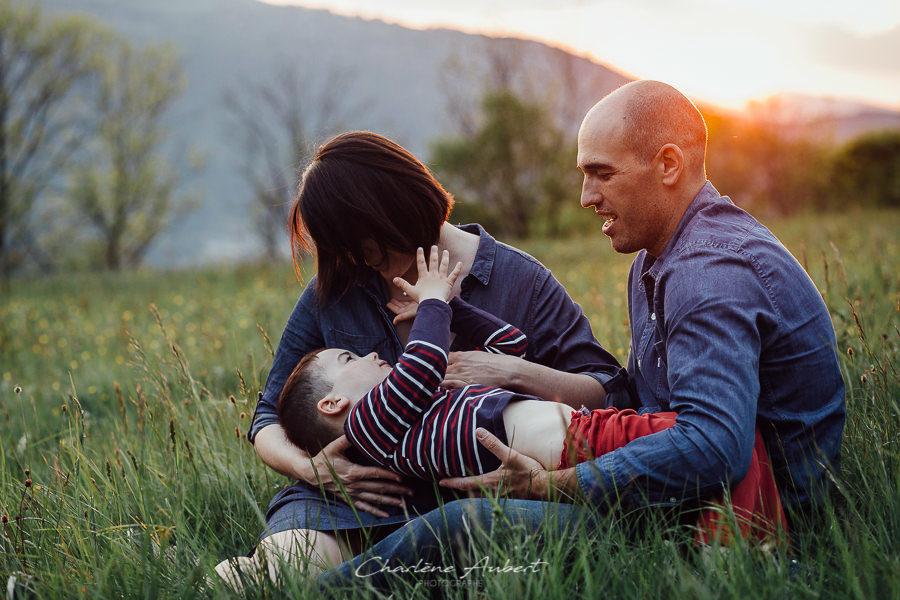 photographe grossesse aix les bains savoie famille exterieur couché de soleil