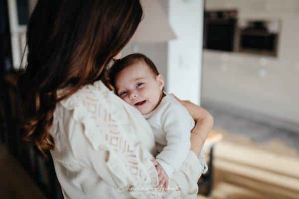 Séance photo nouveau-né et bébé à domicile genève suisse